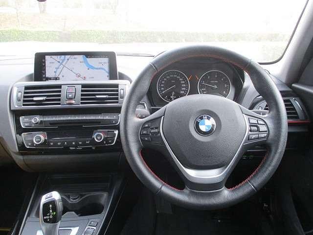 BMW118d スポーツ2